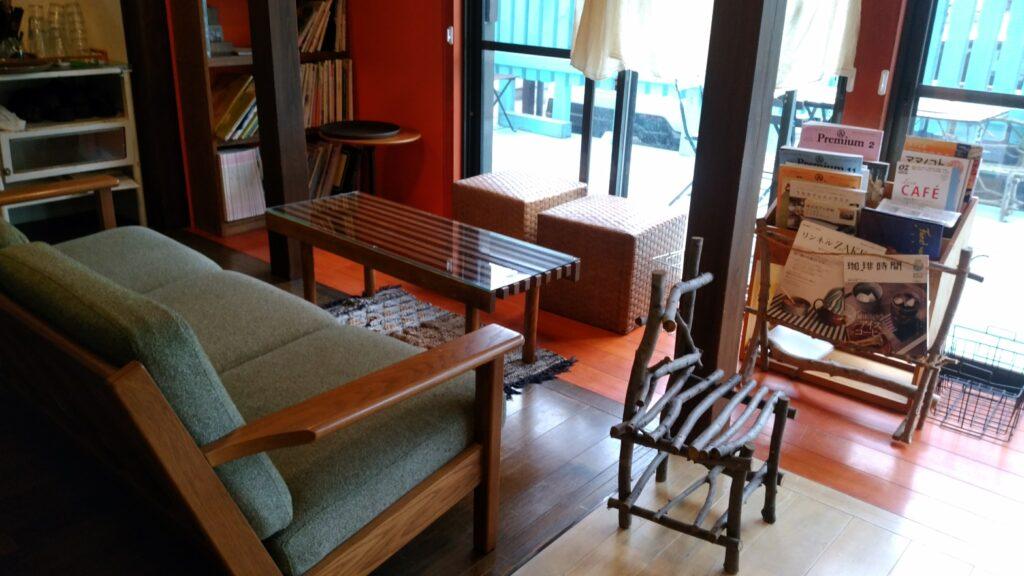 ドレミ荘(cafe2345)ソファとテーブル